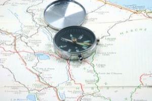 brujula-en-el-mapa_2913632