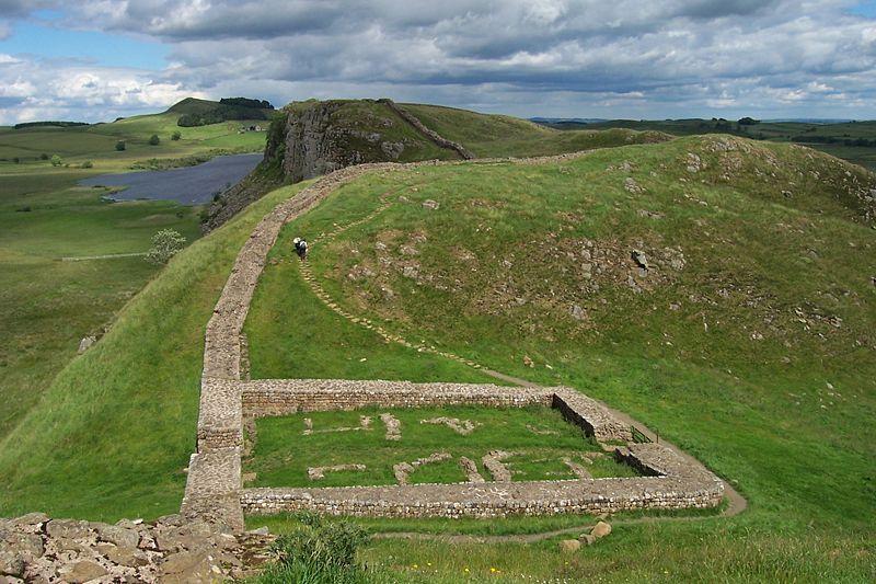 Restos de uma fortificação romana ao longo da Muralha de Adriano