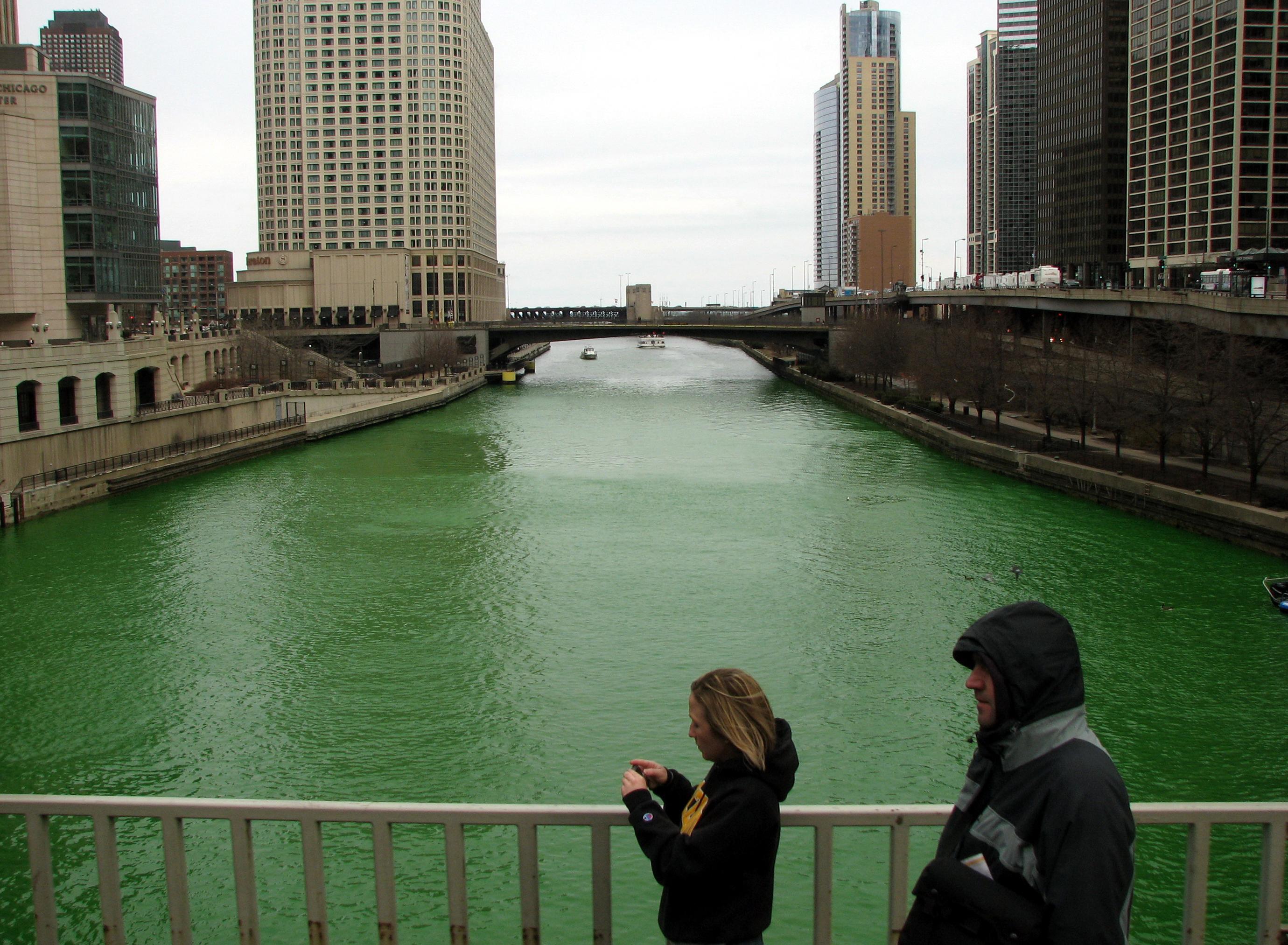 Chicago_River_St_Patricks_Day_08