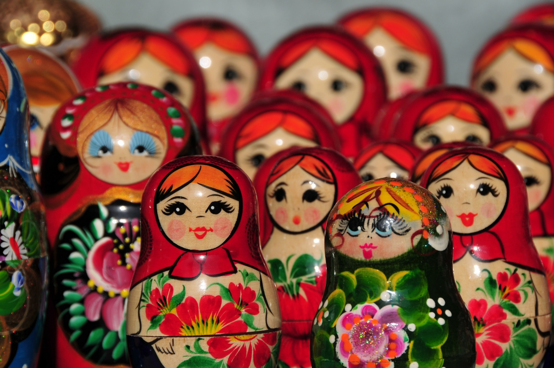 colorful-nesting-matryoshka-dolls